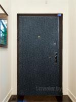 Обивка и ремонт деревянных, металлических дверей, ремонт входных дверей искусcтвенной кожей импортного производства с утеплителем синтепоном, ватином и поролоном.